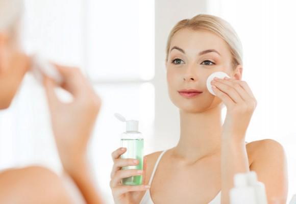 Nguyên nhân gây ra mụn và làm cách nào để chăm sóc da mụn?